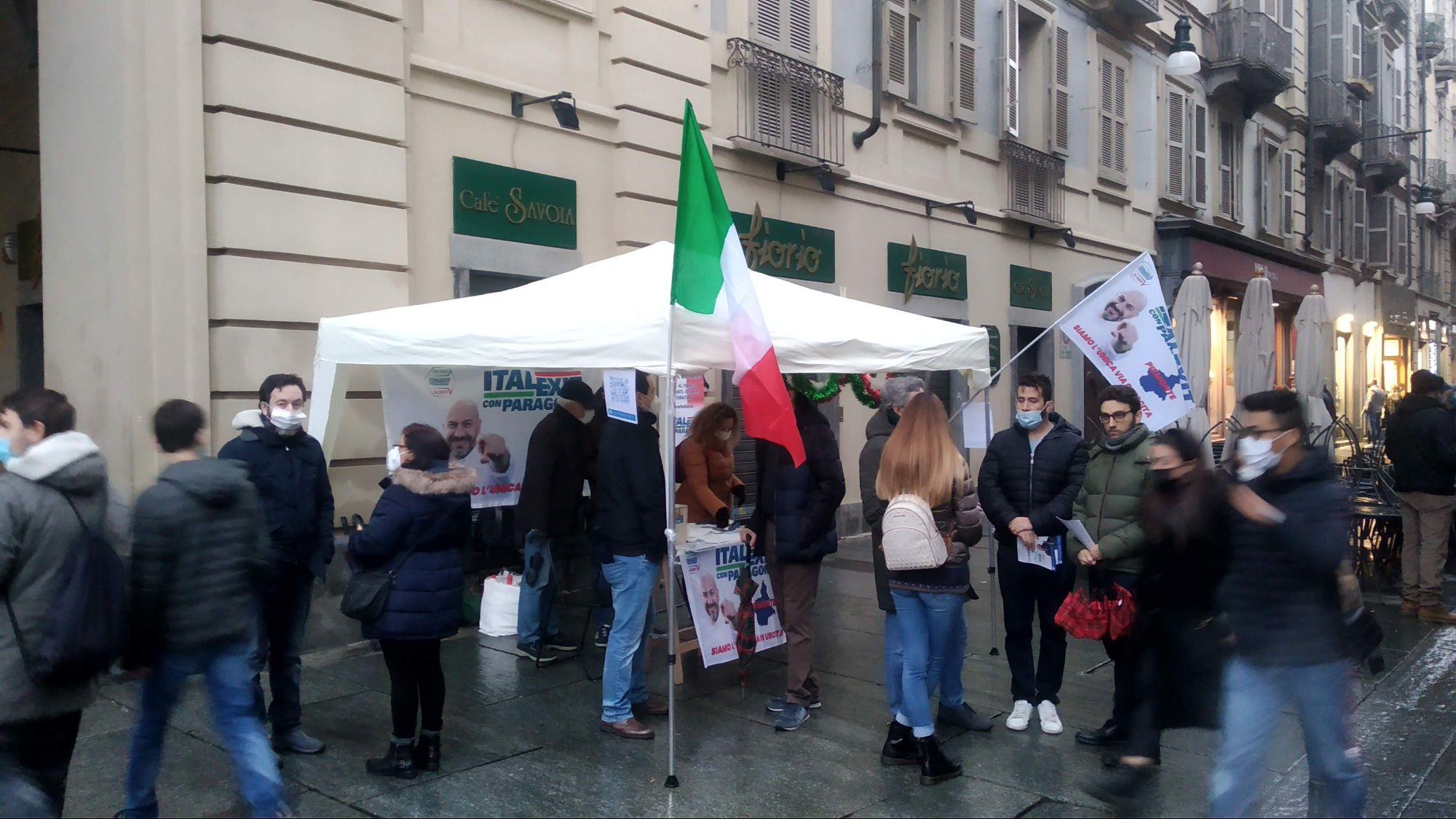 Banchetto Italexit in via Roma a Torino